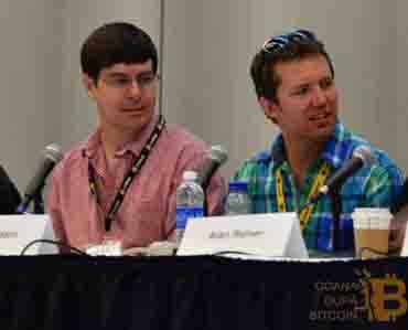 Mike Hearn (dreapta) și Gavin Andresen (stânga) dezvoltatori Bitcoin
