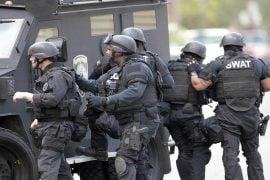 Inginerul companiei BitGo oferă recompensă de 100.000 $ pentru identificarea persoanei care a chemat echipa SWAT la adresa sa personală