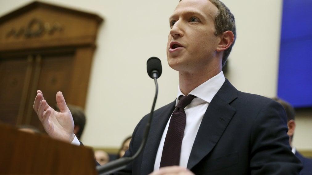 facebook se retrage