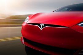Nod Bitcoin intr-o masina Tesla