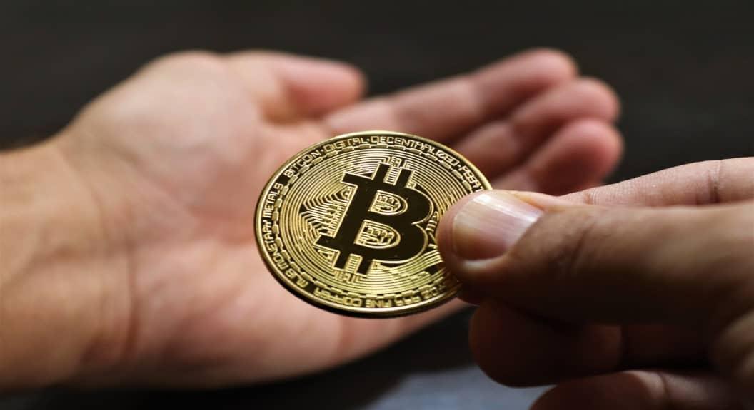 numărul de bitcoin)
